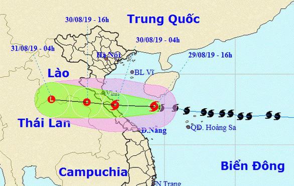 Bão số 4 giật cấp 11, cách đất liền Nghệ An - Quảng Trị 300km - Ảnh 1.