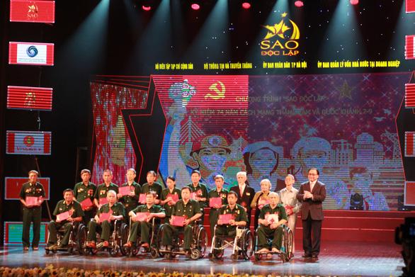 'Sao độc lập' cho Việt Nam gấm hoa - Ảnh 3.