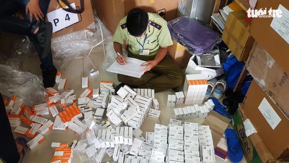 Phát hiện điểm chứa thuốc tân dược nhập lậu trị giá hàng tỉ đồng tại TP.HCM - Ảnh 1.