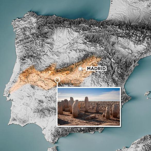 60 năm chìm sâu, mộ đá cổ 6.000 năm tuổi bỗng trồi lên do hạn hán - Ảnh 2.