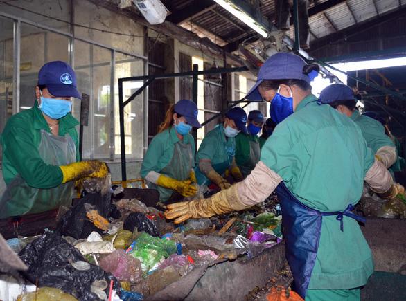 Phát hiện xác thai nhi ở nhà máy rác thải TP Cà Mau - Ảnh 1.