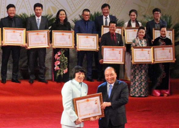 Lễ trao tặng danh hiệu NSND: Minh Vương, Trần Hạnh được vỗ tay không ngớt - Ảnh 2.