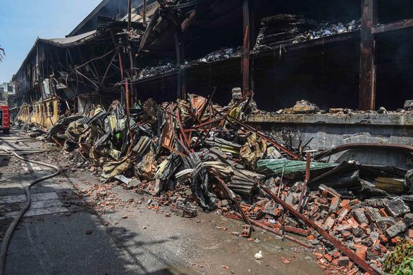 Công ty Rạng Đông thiệt hại khoảng 150 tỉ do cháy kho xưởng - Ảnh 1.