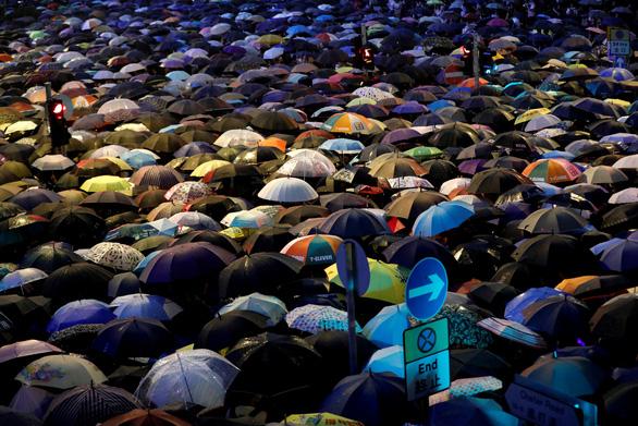 Trung Quốc chỉ trích thế lực nước ngoài kích động biểu tình Hong Kong - Ảnh 1.