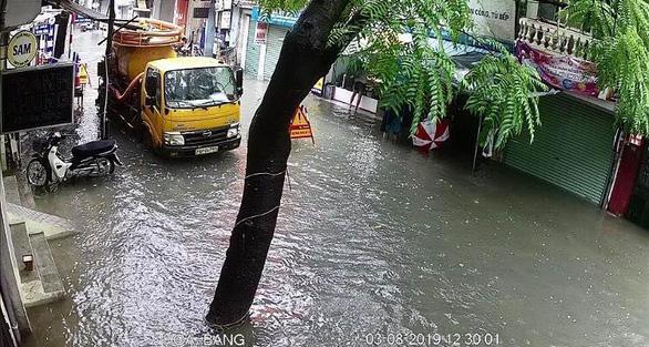 Hà Nội phố phường mênh mông nước, cây xanh đổ la liệt - Ảnh 3.