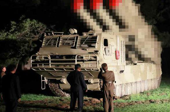 Triều Tiên xác nhận vừa thử hệ thống phóng tên lửa đa nòng cỡ lớn mới - Ảnh 3.
