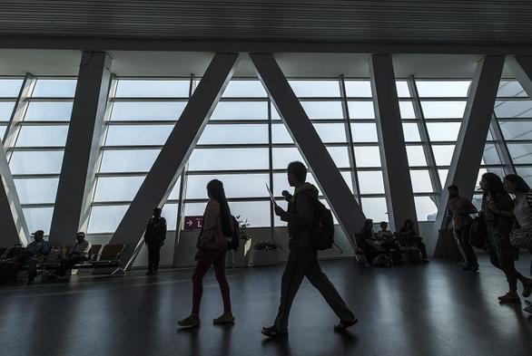 Du khách rời Malaysia phải đóng thuế tạm biệt Malaysia - Ảnh 1.