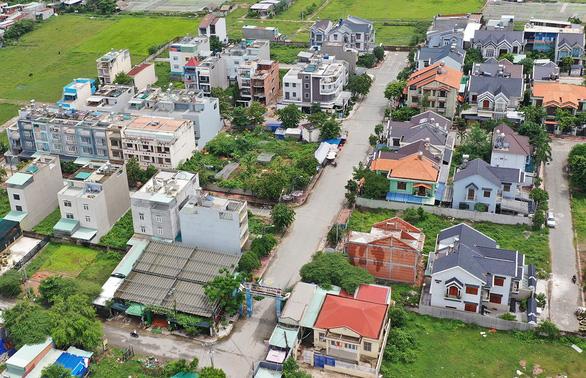 Đất đai còn rộng, bỏ trống nhưng dân khát nhà ở - Ảnh 1.