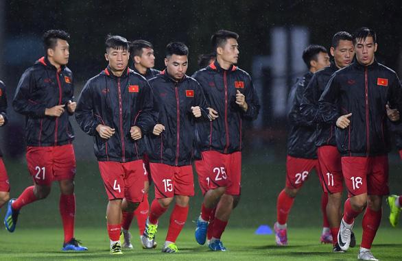 Sau trễ lịch, Quang Hải tạm nghỉ ngơi chưa tập với tuyển Việt Nam - Ảnh 1.
