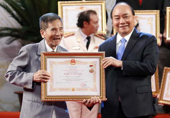 Lễ trao tặng danh hiệu NSND: Minh Vương, Trần Hạnh được vỗ tay không ngớt - Ảnh 1.