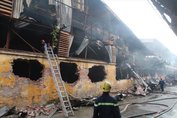 Không ăn thực phẩm trong bán kính 1km sau vụ cháy Công ty Rạng Đông - Ảnh 1.