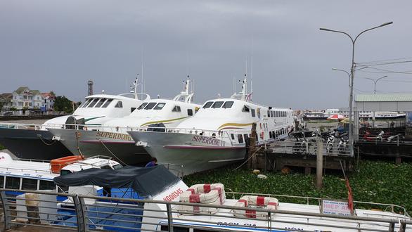 Du lịch Phú Quốc đang lo vì tàu bè ra đảo vẫn còn dừng hoạt động - Ảnh 1.