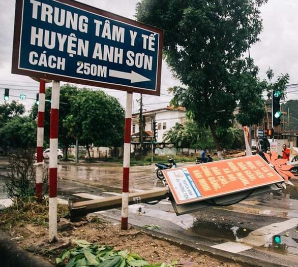 Bão số 4 đổ bộ Hà Tĩnh - Quảng Bình, suy yếu thành áp thấp nhiệt đới - Ảnh 3.