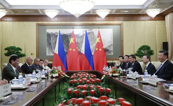 Ông Duterte nêu phán quyết Biển Đông ngay ở Bắc Kinh, ông Tập bác bỏ - Ảnh 1.