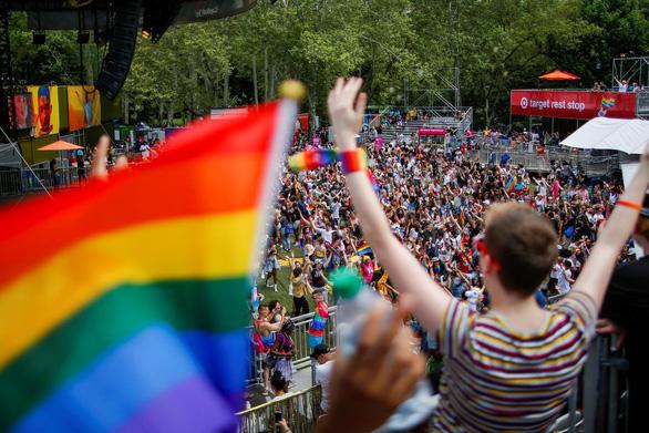 Không có gen cụ thể nào gây đồng tính, ảnh hưởng từ môi trường lớn hơn