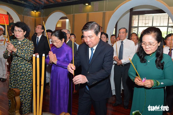 Lãnh đạo TP.HCM tưởng niệm Chủ tịch Hồ Chí Minh và Chủ tịch Tôn Đức Thắng - Ảnh 3.