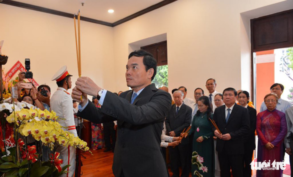 Lãnh đạo TP.HCM tưởng niệm Chủ tịch Hồ Chí Minh và Chủ tịch Tôn Đức Thắng - Ảnh 2.
