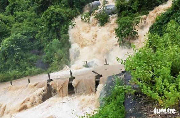 Nghệ An cảnh báo lốc xoáy, lũ quét ở các huyện miền núi - Ảnh 1.