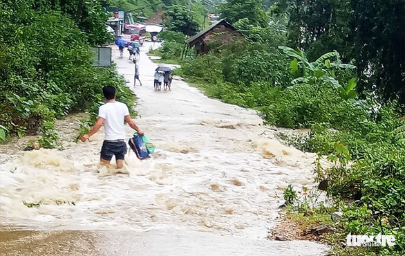 Nghệ An cảnh báo lốc xoáy, lũ quét ở các huyện miền núi - Ảnh 2.