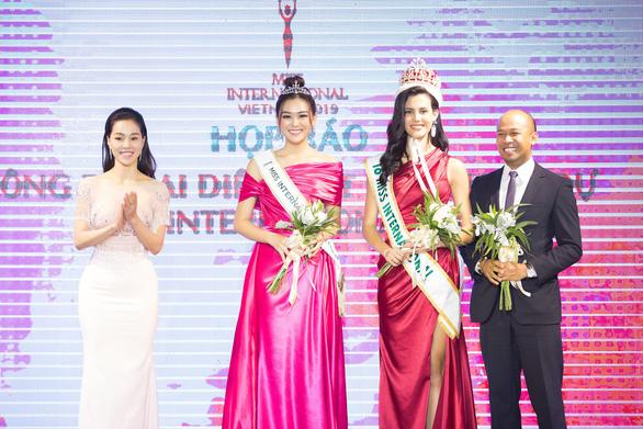 Á hậu Tường San thi Hoa hậu quốc tế - Ảnh 1.