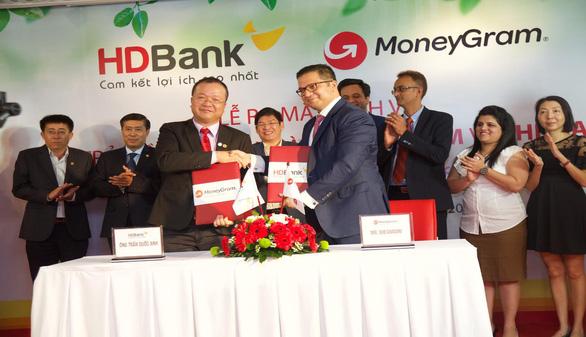 MoneyGram ra mắt dịch vụ chi trả kiều hối tại nhà với HDBank - Ảnh 2.