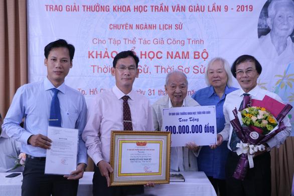 'Khảo cổ học Nam Bộ' được trao giải thưởng Trần Văn Giàu năm 2019 - Ảnh 1.