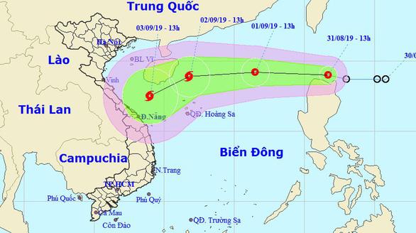 Đêm nay, áp thấp nhiệt đới sẽ vào Biển Đông và mạnh thêm - Ảnh 1.