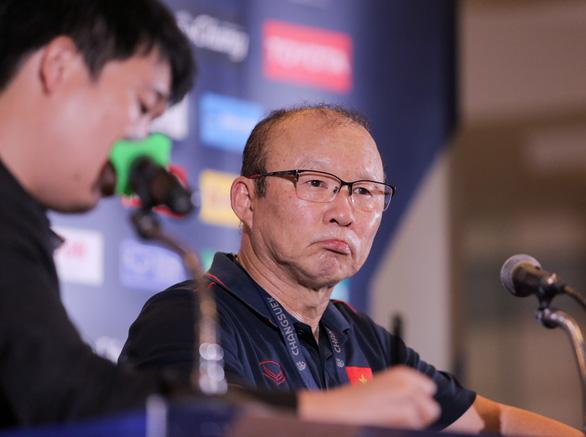 HLV Park Hang Seo tổ chức họp báo bất thường vì thông tin Văn Hậu sang Hà Lan - Ảnh 1.