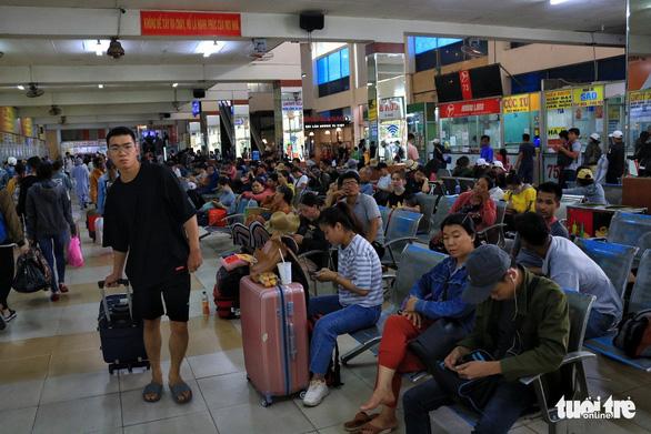 Đường về miền Tây tăng 200%, đi miền Đông vắng vẻ, Tân Sơn Nhất thông thoáng - Ảnh 9.