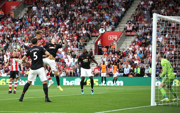 Hòa Southampton dù đá hơn người, M.U nối dài chuỗi không thắng - Ảnh 2.