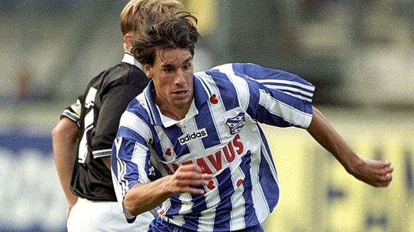 SC Heerenveen: Nơi chắp cánh cho Nistelrooy và hay dùng cầu thủ trẻ như Văn Hậu - Ảnh 2.