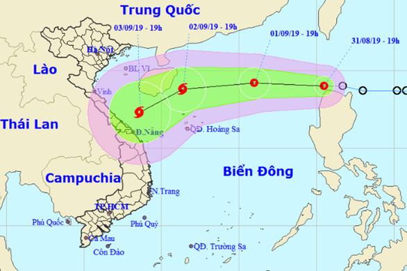 Áp thấp nhiệt đới vô Biển Đông đêm nay 31-8, khả năng mạnh lên - Ảnh 1.
