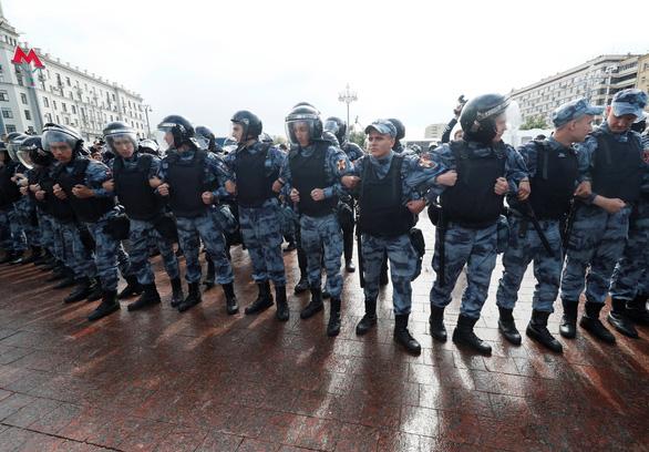 Biểu tình phản đối ở Nga, người xem đông hơn người xuống đường - Ảnh 5.