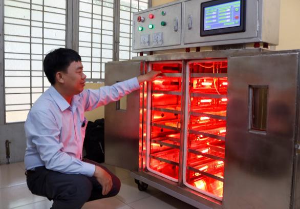 Sinh viên chế tạo hệ thống sấy hồng ngoại thông minh - Ảnh 1.