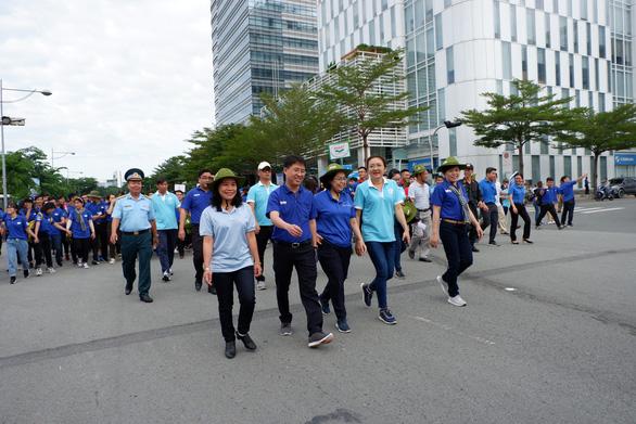 Hơn 5.000 người đi bộ tiếp sức đến trường - Ảnh 11.