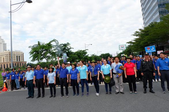 Hơn 5.000 người đi bộ tiếp sức đến trường - Ảnh 2.
