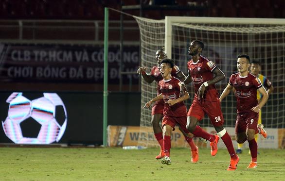 Thua đội chót bảng Sanna Khánh Hòa, TP.HCM mất ngôi đầu bảng V-League 2019 - Ảnh 2.