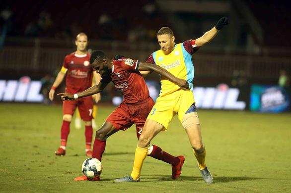 Thua đội chót bảng Sanna Khánh Hòa, TP.HCM mất ngôi đầu bảng V-League 2019 - Ảnh 6.