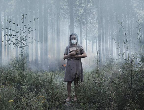 Cháy rừng, cáo đói chấp nhận gặm sôcôla - Ảnh 3.