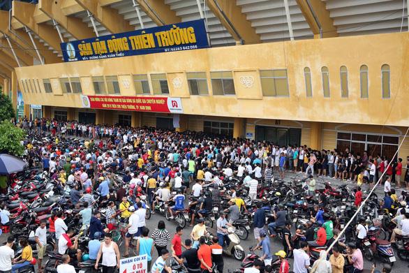 Sân Thiên Trường nóng như chảo lửa trước trận Nam Định - Hoàng Anh Gia Lai - Ảnh 1.