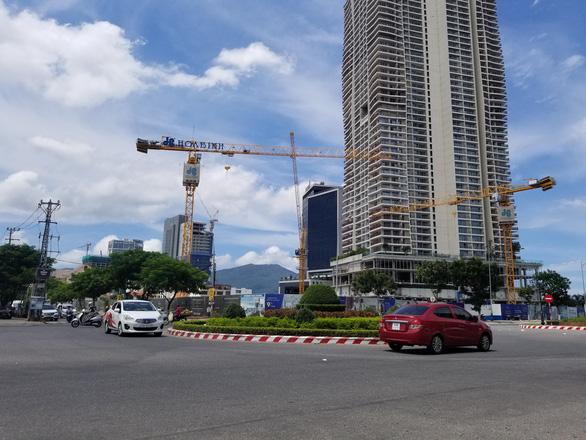 Đà Nẵng: Nhiều cầu tháp đe dọa an toàn người đi đường - Ảnh 5.