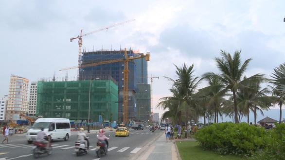 Đà Nẵng: Nhiều cầu tháp đe dọa an toàn người đi đường - Ảnh 4.