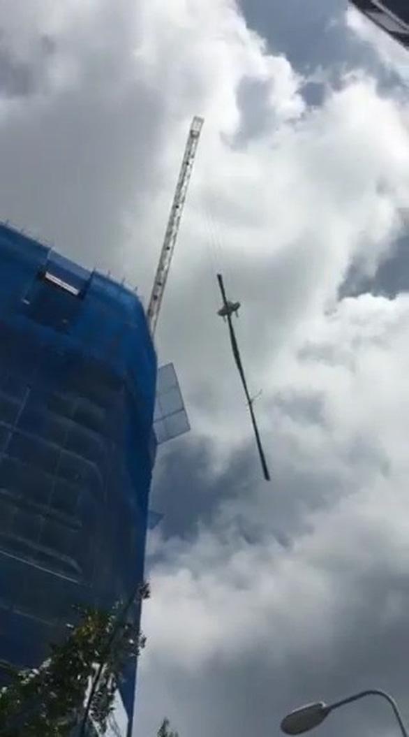 Đà Nẵng: Nhiều cầu tháp đe dọa an toàn người đi đường - Ảnh 2.
