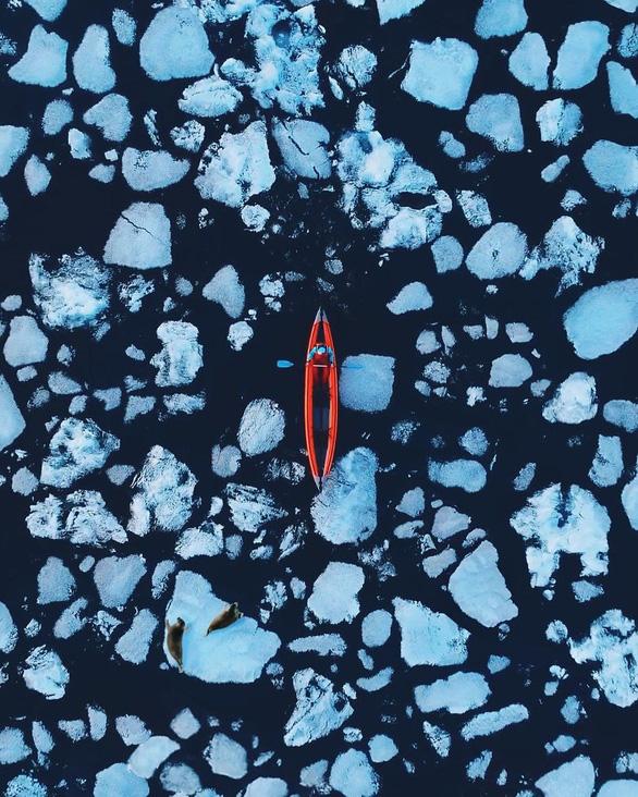 Thăm hồ nước ngọt sâu nhất, lâu đời nhất thế giới - Ảnh 1.