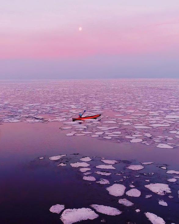 Thăm hồ nước ngọt sâu nhất, lâu đời nhất thế giới - Ảnh 15.