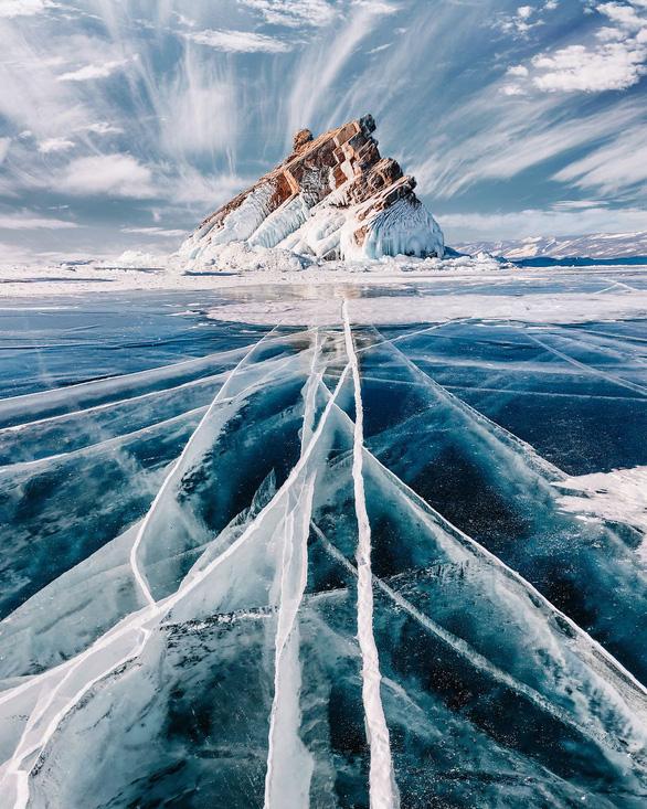 Thăm hồ nước ngọt sâu nhất, lâu đời nhất thế giới - Ảnh 7.