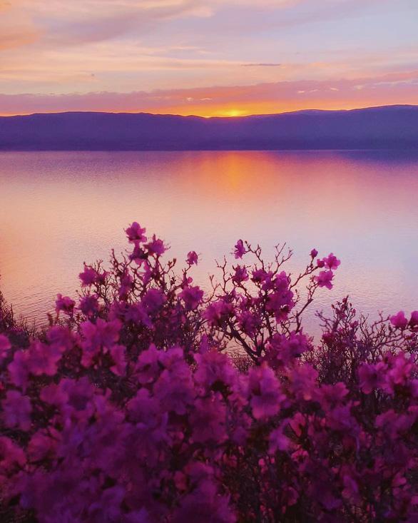 Thăm hồ nước ngọt sâu nhất, lâu đời nhất thế giới - Ảnh 14.