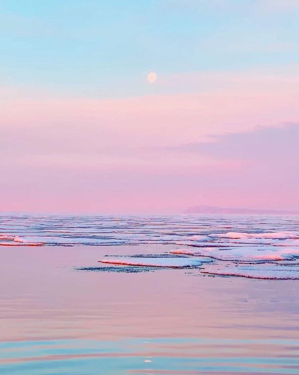 Thăm hồ nước ngọt sâu nhất, lâu đời nhất thế giới - Ảnh 2.