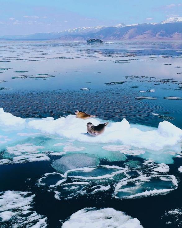 Thăm hồ nước ngọt sâu nhất, lâu đời nhất thế giới - Ảnh 13.