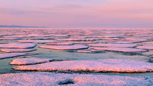 Thăm hồ nước ngọt sâu nhất, lâu đời nhất thế giới - Ảnh 12.